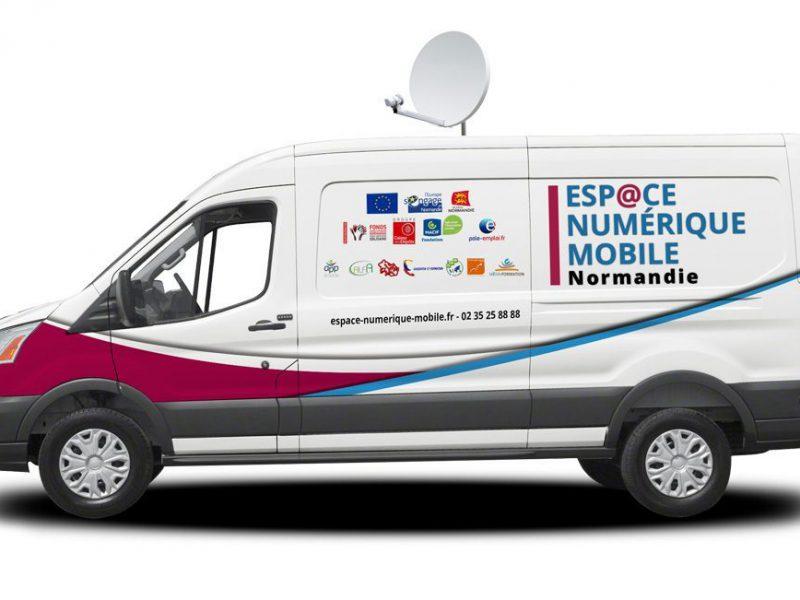L'Espace Numérique Mobile à la MSAP de Doudeville